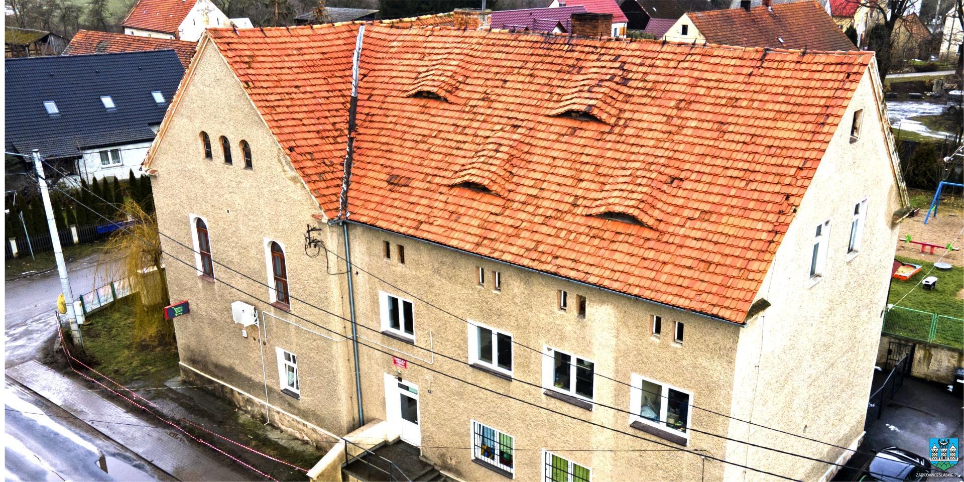 Bobolice. Świetlica wiejska z nowym dachem - Zdjęcie główne