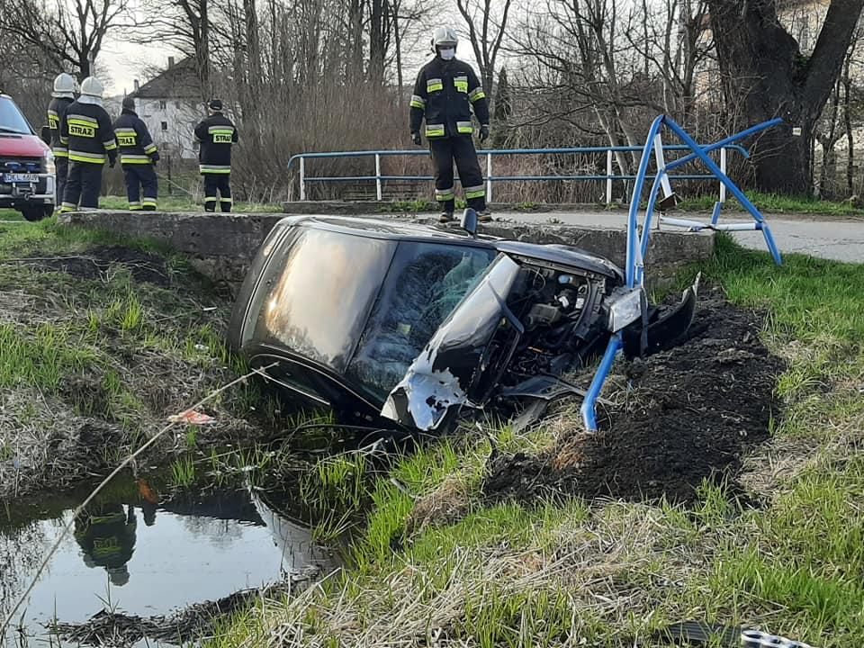 Mieszkaniec Powiatu Ząbkowickiego wjechał pijany do rzeki  - Zdjęcie główne