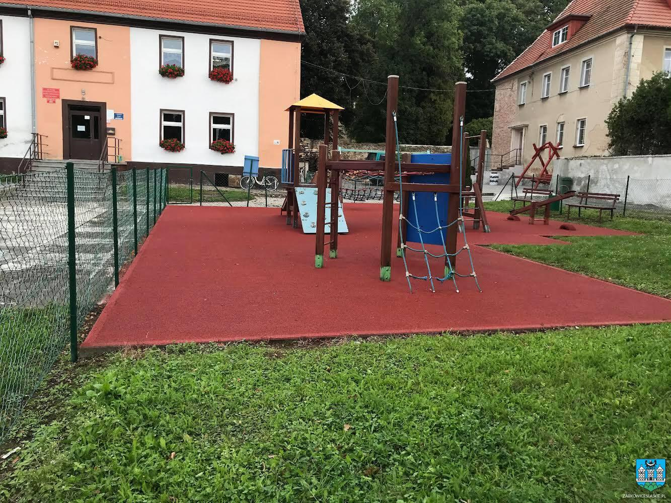 Gmina Ząbkowice Śląskie: Zmodernizowane place zabaw w Zwróconej i Stolcu - Zdjęcie główne