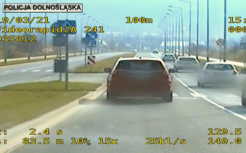 Policjanci z Ząbkowic Śląskich złapali kierowcę, który jechał o 90 km/h za szybko - Zdjęcie główne