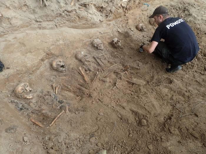 24 szkielety żołnierzy niemieckich - Zdjęcie główne