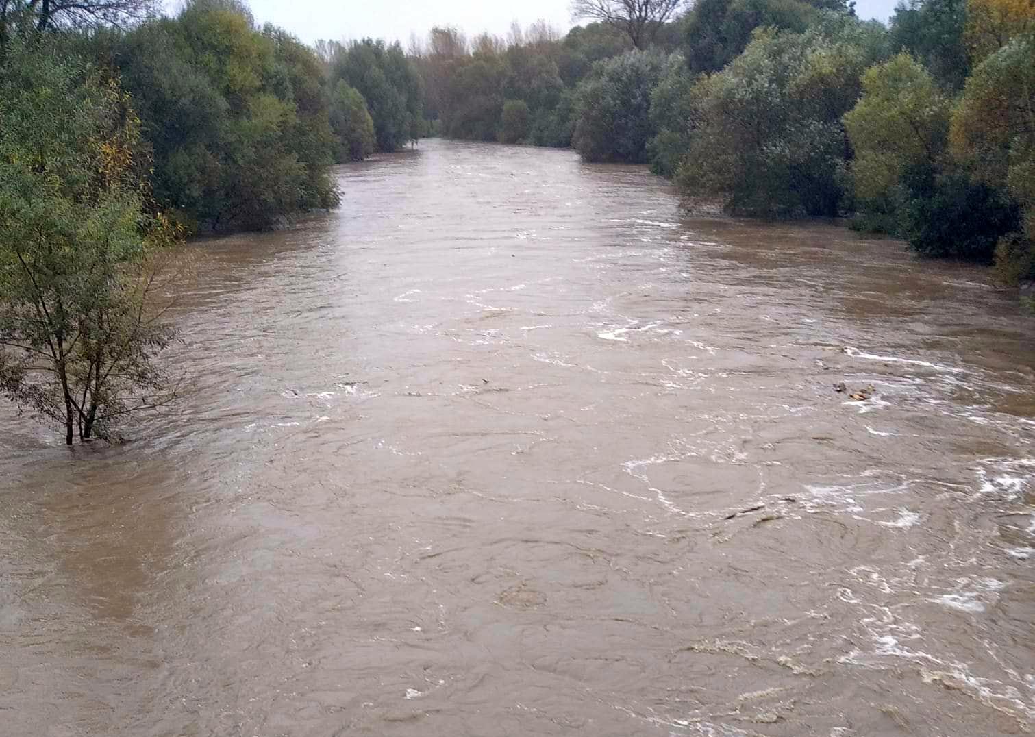 Alarmy i pogotowia - groźna sytuacja hydrologiczna - Zdjęcie główne