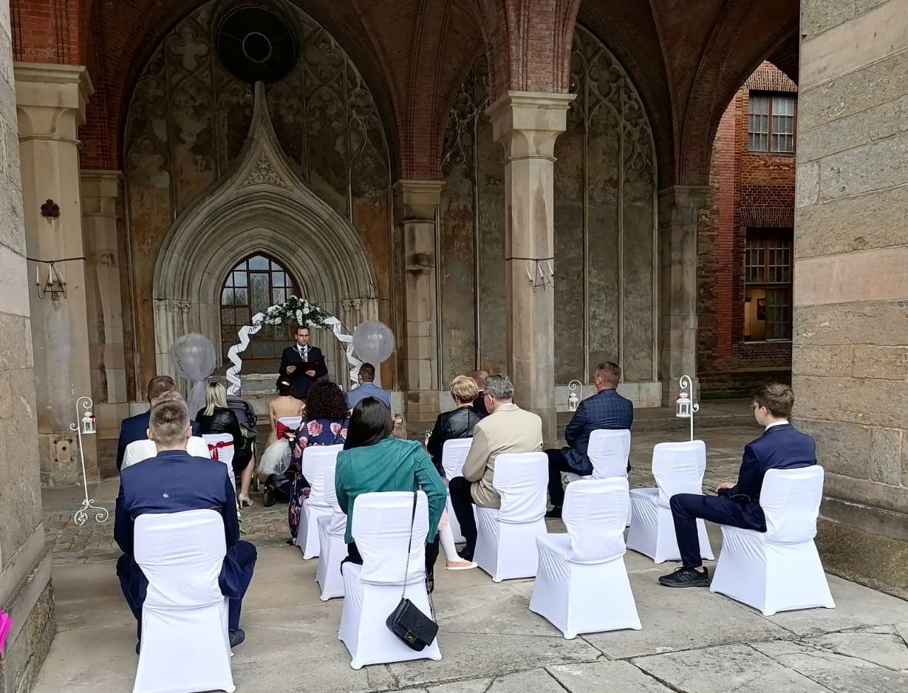 Kamieniec Ząbkowicki. Ślub we wnętrzach pałacu - Zdjęcie główne