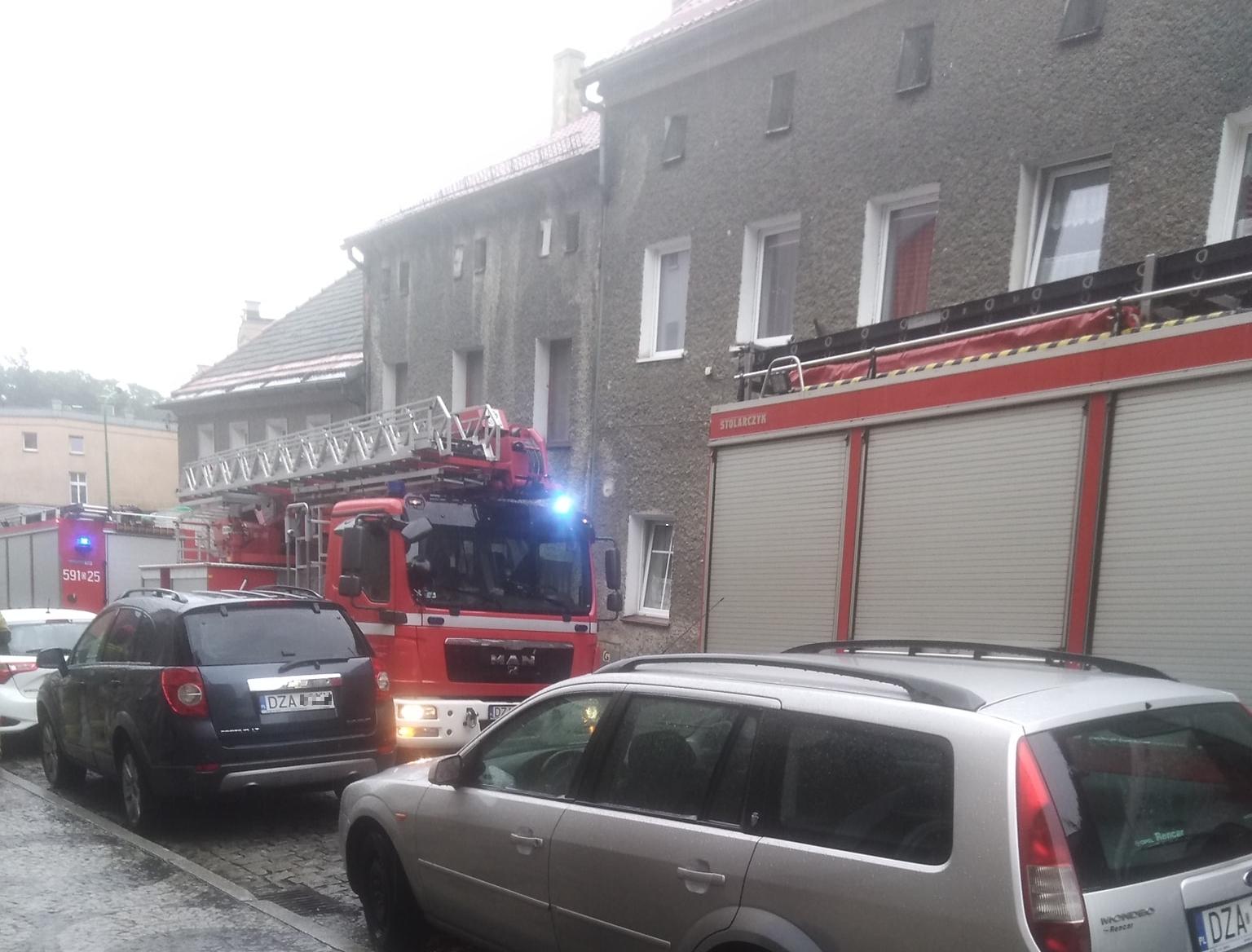 Rynna i gzyms odpadły z gminnego budynku - Zdjęcie główne