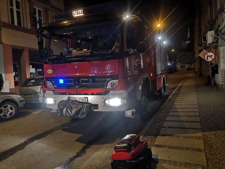 Pożar i ewakuacja w mieszkaniu w Ziębicach - Zdjęcie główne