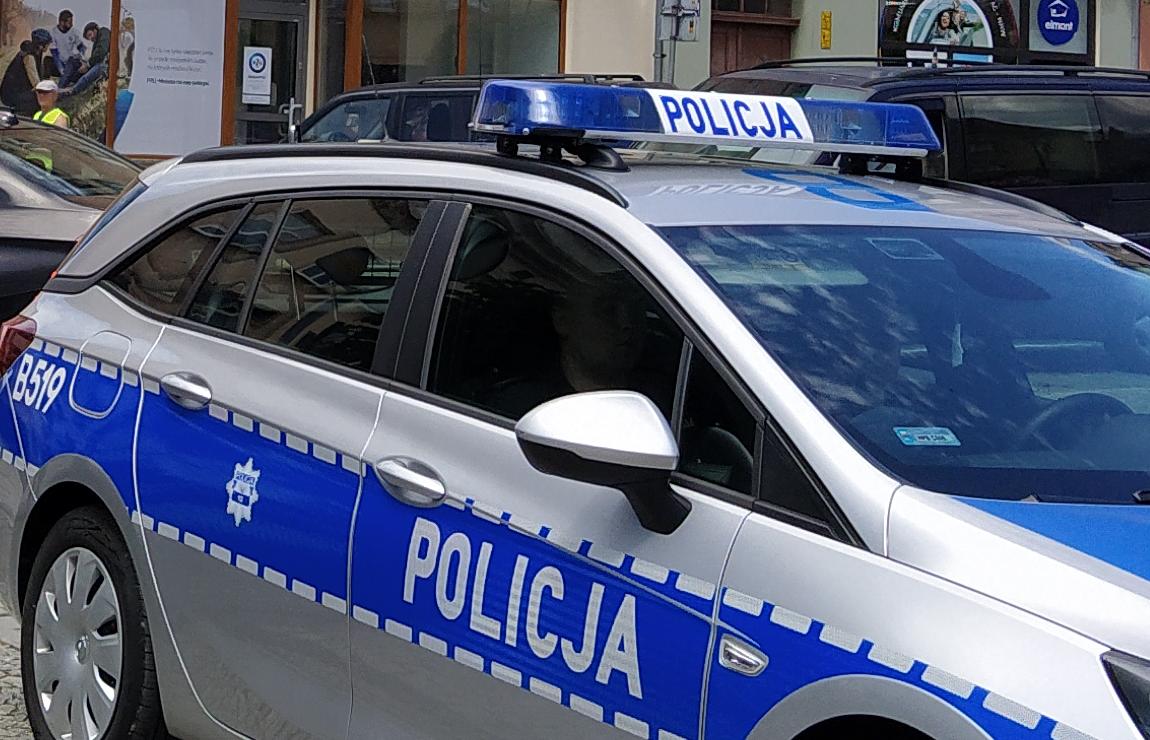 Policjant z koronawirusem - Zdjęcie główne