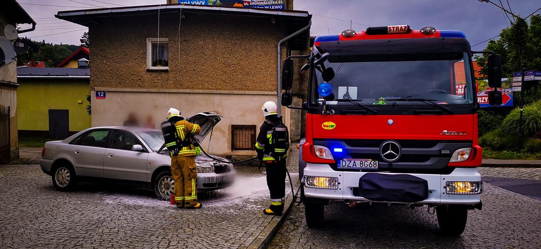 Bardo. Pożar samochodu osobowego - Zdjęcie główne