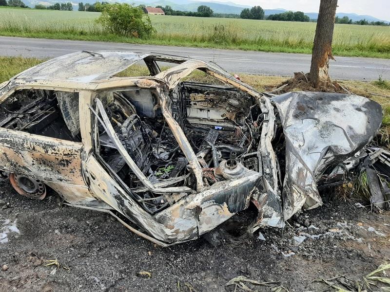 Powiat Ząbkowicki: Samochód doszczętnie spłonął. Kierowca nie żyje. - Zdjęcie główne