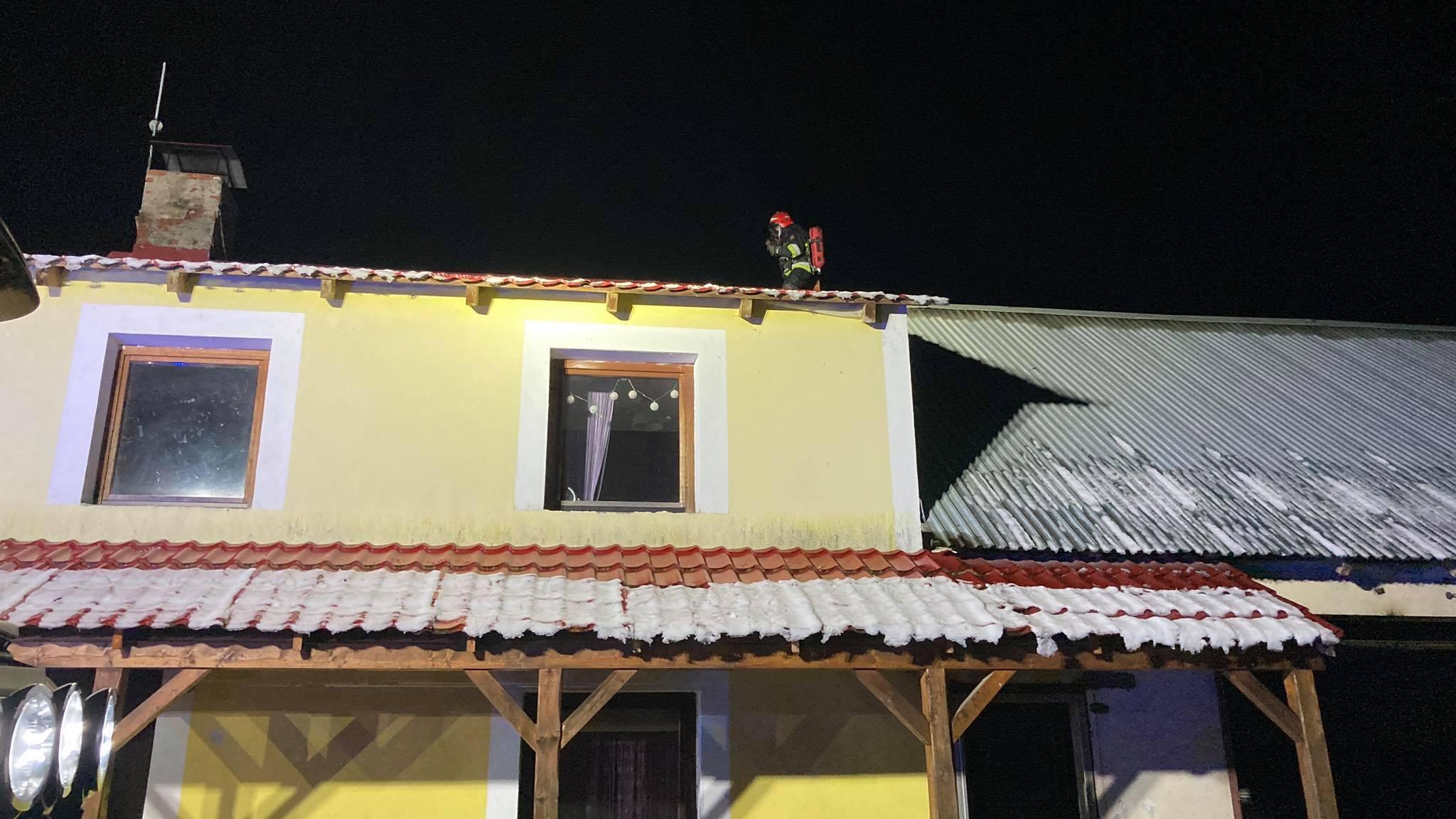 Pożar w domu jednorodzinnym w Ożarach - Zdjęcie główne